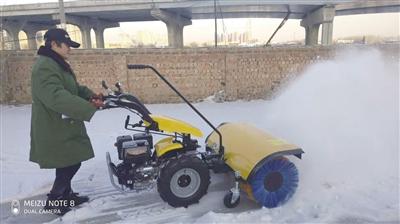 掃雪又上新設備 手推式掃雪車亮相青城