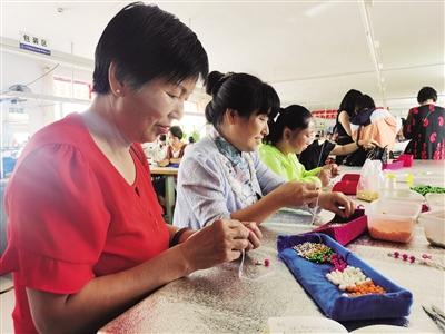 70余名農村婦女參加扶貧車間及手工坊培訓