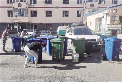 山丹社区开展垃圾清理工作